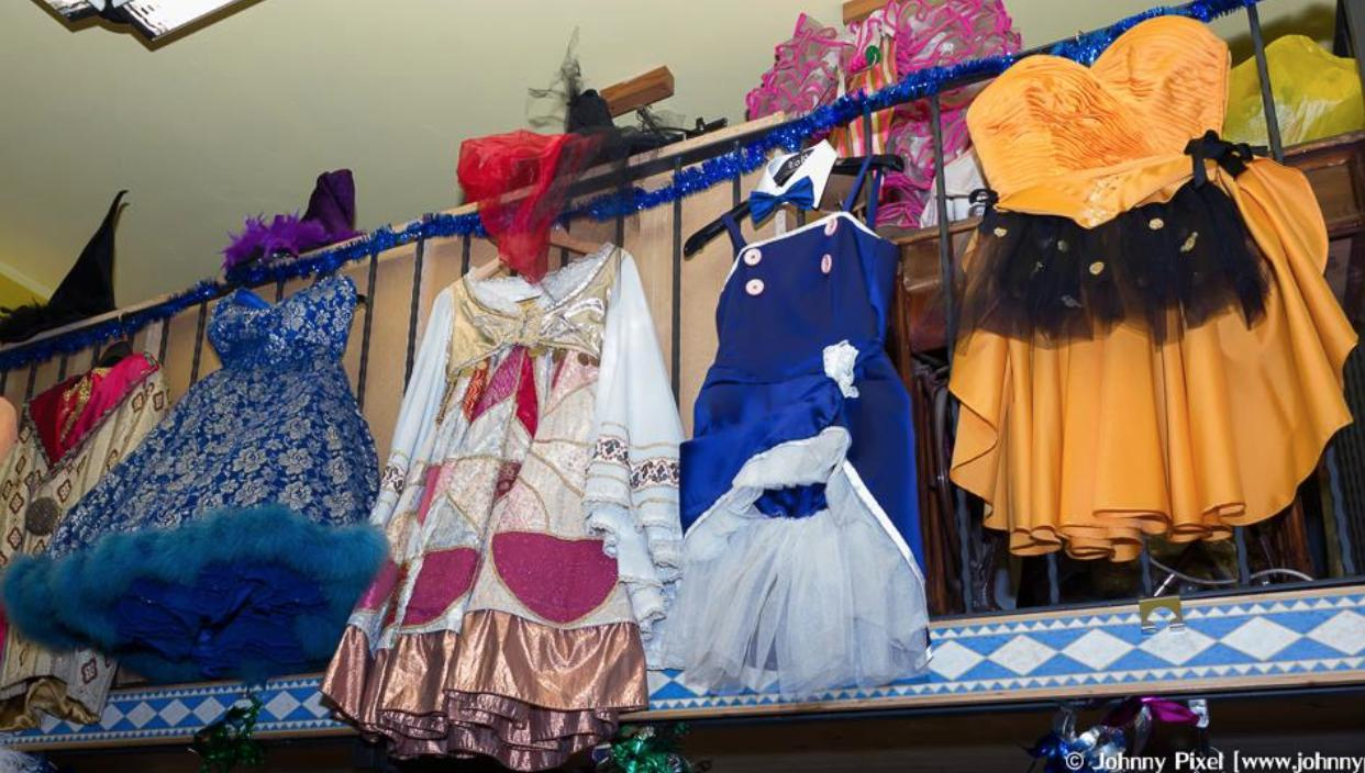 3e46772f55 ... attori e costumisti, Delia ha aggiunto alla tradizionale attività di  noleggio l'organizzazione di eventi, feste a tema e animazione per  occasioni ...