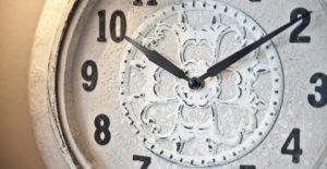 Orologio bianco 300x155 - Orologio-bianco