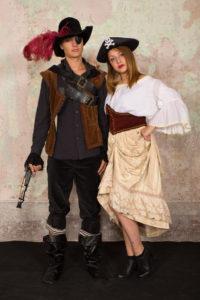 coppia pirati 200x300 - coppia pirati