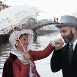Donna con ombrellino sul Naviglio Lory 1200x800 1 160x160 - Siamo anche su MilanoSud!