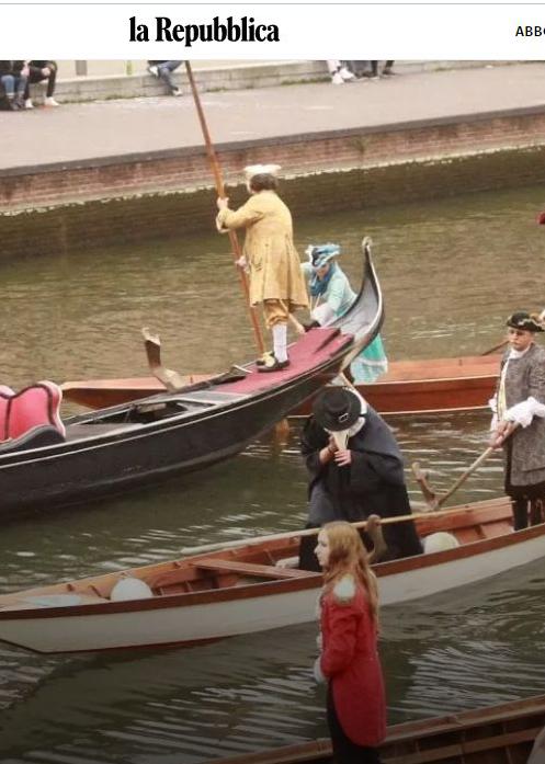 Clipboard02 - Carnevale Ambrosiano, sfilata di maschere in gondola sul Naviglio per il Sabato grasso.